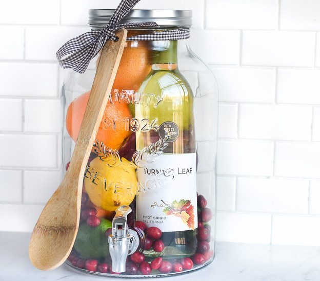 DIY-Gift-Idea-Sangria-for-Friends-2