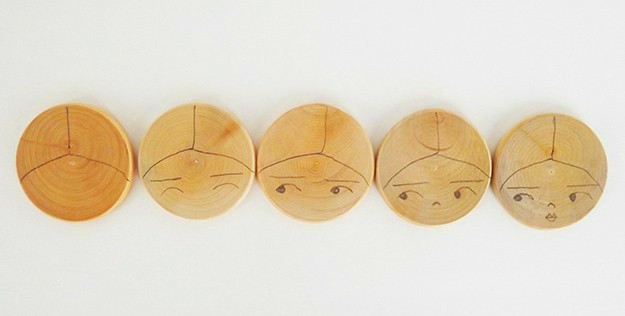 How-to-Make-DIY-Magnets-With-a-Christmas-Motif-Step-1-Draw-Faces
