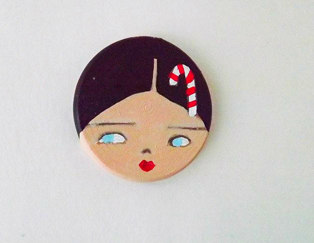 How-to-Make-DIY-Magnets-With-a-Christmas-Motif-Step-5-Paint-the-Lips