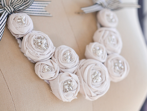 Роза на платье своими руками - Цветы из ткани своими руками Записи с меткой цветы из ткани